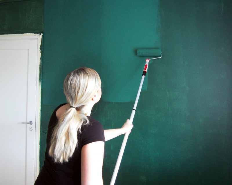 painting the wall green